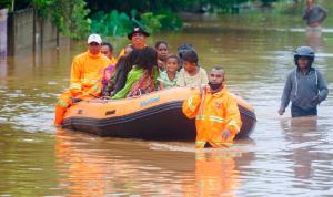 أكثر من 150 قتيلًا في فيضانات إندونيسيا