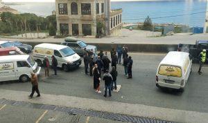 اعتصام لأصحاب فانات توزيع الخبز على أوتوستراد جونية