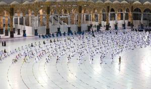 متلقّو لقاح كورونا فقط يُسمح لهم بأداء العمرة خلال رمضان