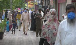 """في باكستان… """"عقوبة غريبة"""" على رافضي التطعيم ضد كورونا!"""