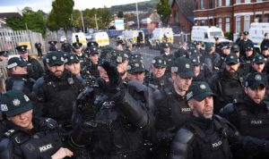 في بريطانيا.. إصابة 8 شرطيين جراء أعمال شغب