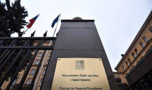 سفارة التشيك بموسكو تسرح 71 من موظفيها الروس