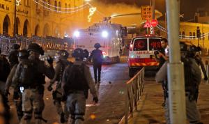 مواجهات المسجد الأقصى مستمرة… قنابل صوتيّة وإصابات!