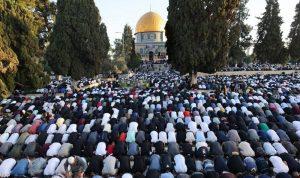 الفلسطينيون تحدوا الاسرائيليين وصلّوا في الأقصى