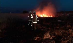 حرائق متنقلة في بنت جبيل… وفوج الإطفاء يتحرّك