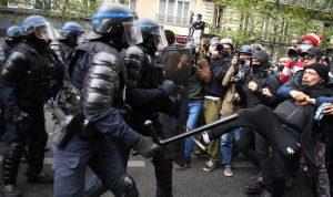 مواجهات عنيفة بين الشرطة ومتظاهرين في باريس