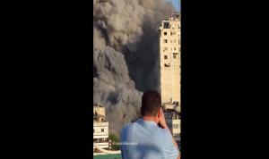 بالفيديو- صواريخ إسرائيلية موجهة تسقط مبان