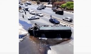 انقلاب صهريج بنزين على جسر دوحة الحص (فيديو)