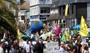 """إنجلترا… تظاهرات واسعة أمام مركز الإعلام لقمة """"G7"""""""