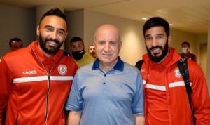 استقبال جماهيري لمنتخب لبنان لكرة القدم في مطار بيروت