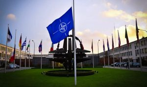 روسيا تعلق عمل بعثتها لدى الناتو