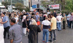 عند تقاطع إيليا-صيدا…محتجون يقطعون بأجسادهم الطريق