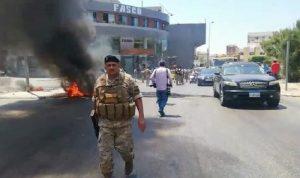قطع الطريق عند دوار العربي-صيدا… والجيش يتدخّل