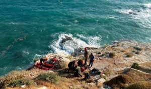 انقاذ مواطن علق داخل جوف صخري في عمشيت