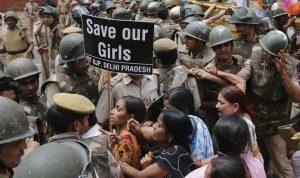"""الهند… قتل فتاة وتعليق جثتها بسبب بنطال""""جينز"""""""