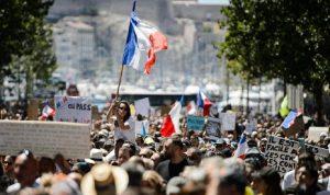 في باريس… اشتباكات بين الشرطة ومحتجين معارضين للتطعيم