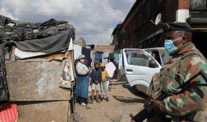 جنوب إفريقيا تنشر 10 آلاف جندي لكبح أعمال العنف