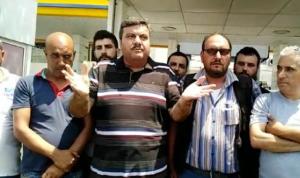 سائقو الباصات ينفذون اعتصامًا في طرابلس