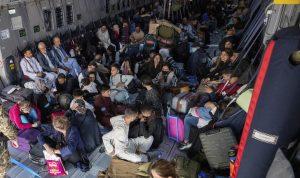 شركات أميركية كبرى تتعهد بتوظيف اللاجئين الأفغان