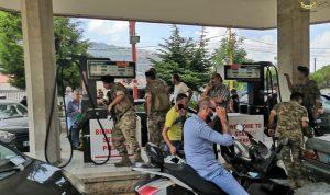 الجيش يدهم المحطات ويصادر البنزين (صور وفيديو)