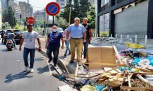 إزالة أكوام النفايات من شوارع بيروت