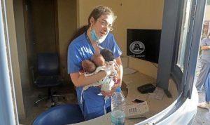 صورة أمل… الممرّضة باميلا مع الأطفال الذين أنقذتهم بـ4 آب