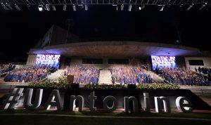 بالصور: الجامعة الأنطونية تخرّج طلابها