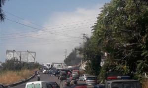 قطع الطريق في الزوق تضامنًا مع هيكل
