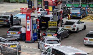 إشكال على محطة وقود في بريطانيا (فيديو)