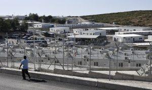 اليونان… افتتاح مخيم للمهاجرين لتقليل الكثافة