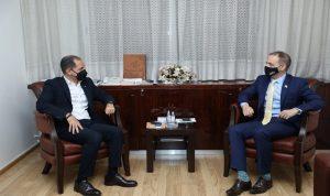 الجميل التقى السفير البريطاني: تشديد على انتخابات شفافة