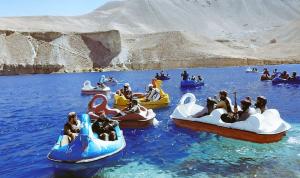 """بالصور… طالبان تستخدم قوارب """"البجعة""""!"""