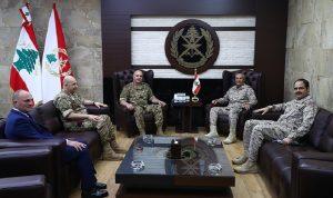 قائد الجيش التقى الملحق العسكري السعودي مودعًا