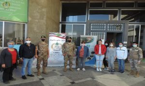 الجيش يوزع مواد تنظيف على مؤسسات الرعاية الاجتماعية