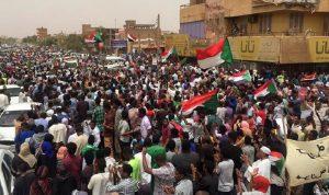 البرهان: نعمل مع القوى السياسية لحل أزمة السودان