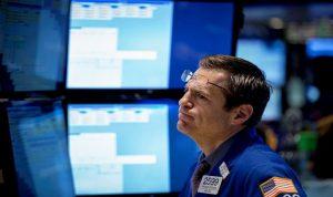 الأسهم الأمريكية تفتح على هبوط بعد خفض قيمة اليوان
