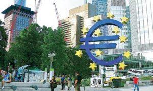 «المركزي» الأوروبي: برنامج التيسير النقدي تلفّه المخاطر في ظل شراء سندات بـ60 مليار يورو شهرياً