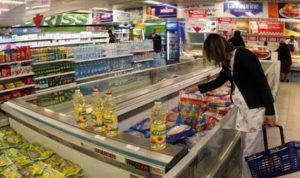 """أسعار السلع.. هل نصدّق """"جمعية المستهلك"""" أم وزارة الإقتصاد؟"""
