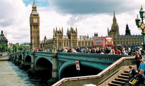 الشركات المالية في لندن توظف عدداًً أكبر من النساء والأجانب