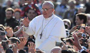 البابا فرنسيس بخطر!