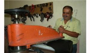 """صناعة الأحذية في بنت جبيل تنتظر مَن يحييها… عدوان 2006 دمّر """"السوق القديمة"""" وحرمها أهمّ صناعاتها"""