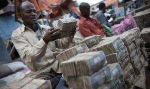 الصومال يواجه خطر تعليق خدمات تحويل الأموال