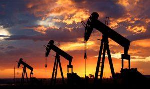 أسعار النفط تنخفض عالمياً بسبب كورونا