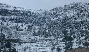 الثلوج تغطّي الضنية ورئيس بلدية بقاع صفرين يناشد المعنيين فتح الطرقات
