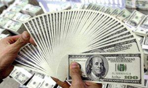 سوريون يروّجون عملة مزوّرة من فئة الـ 100 دولار