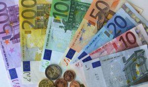 اليورو يهوى بعد تلميح المركزي الأوروبي لشراء سندات الشركات