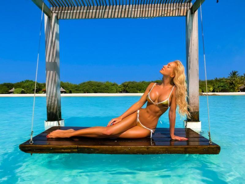 karelea-mazzola-perfect-body-barbie-long-legs-supermodel