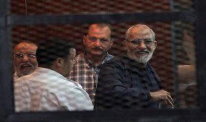 """مصر: إلغاء حكم بإعدام مرشد """"الإخوان"""" و36 من أنصار الجماعة"""