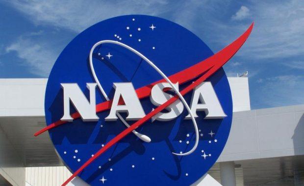 """بالصور: هكذا عايدت """"ناسا""""عيد الحب في الفضاء"""