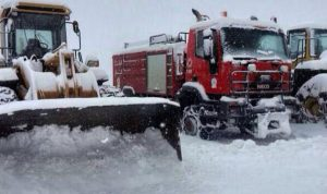 انقاذ محاصرين بالثلوج على طريق القموعة الهرمل